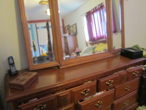 My dresser--After(Don't look in the mirror or off to the side. We're focusing on the dresser!)