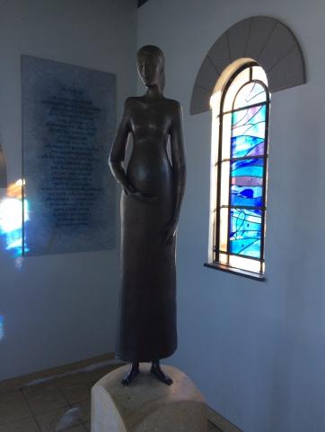 magnificat statue