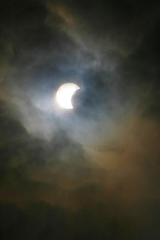 sun-eclipse-1560621-1599x2398